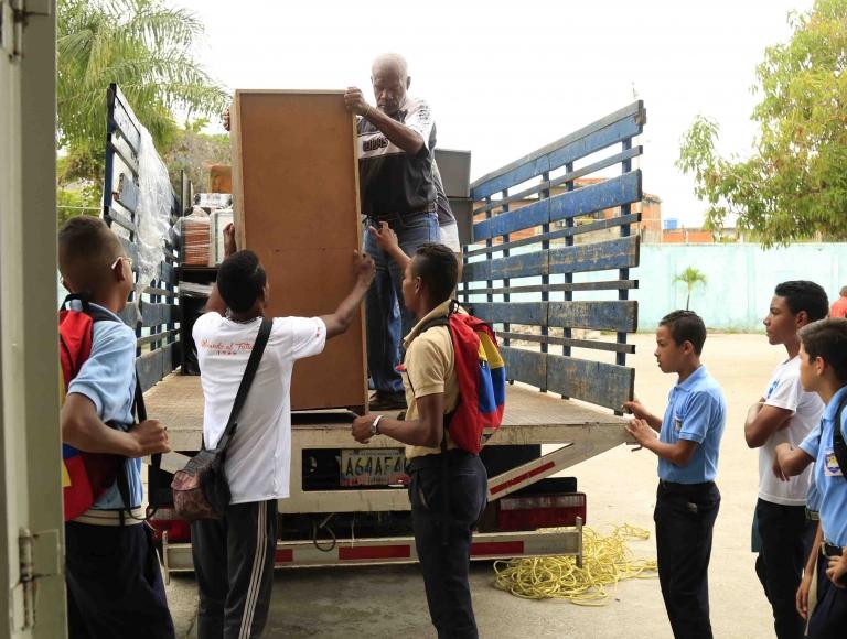 Plan Nacional de Mobiliario Escolar favoreció a instituciones educativas del estado Bolívar y Miranda