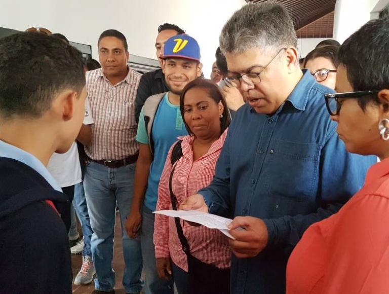 Avanza recuperación de la UEN Miguel Antonio Caro en Catia