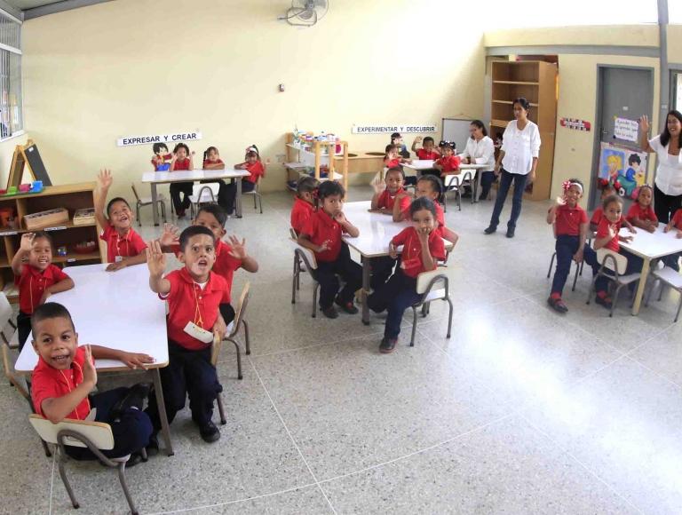 Estudiantes de la Patria iniciaron nuevo año escolar con instituciones nuevas y recuperadas
