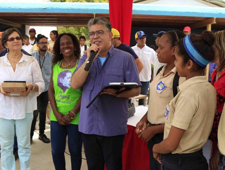 Jaua: a pesar de las dificultades en Venezuela tenemos un sistema educativo público gratuito
